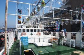 いか釣り漁船内